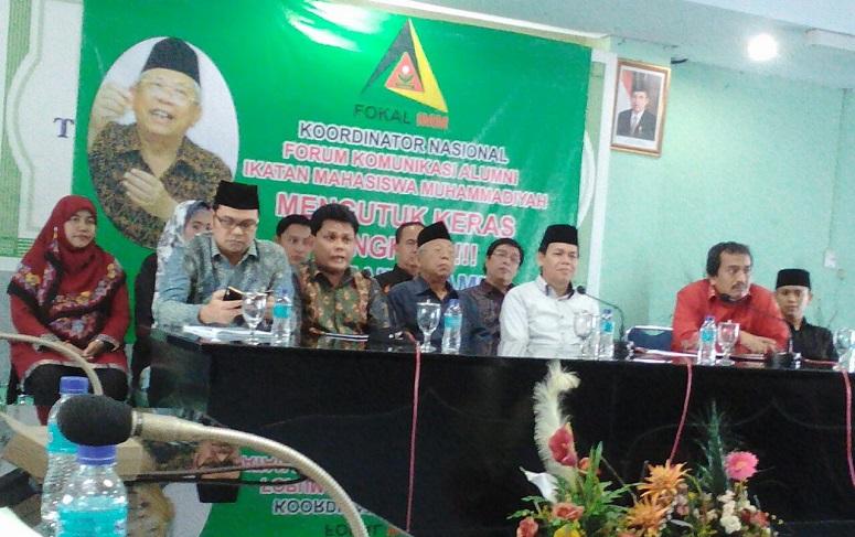 KH Ma'ruf Amin diantara pengurus Kornas Fokal IMM saat jumpa pers, Senin (6/2/2017)/Foto P Kasman