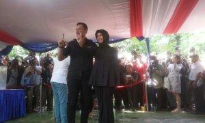 Agus Harimurti Yudhoyono bersama Anisa Pohan usai mencoblos/Foto Restu Fadilah / NUSANTARAnews