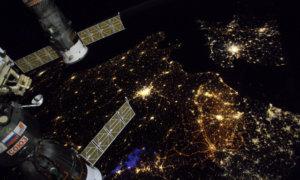 melihat kota paris dari luar angkasa/foto dok. thomas pesquet