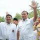 Presiden PKS Mohamad Sohibul Iman (kedua kiri) melambaikan tangan bersama Ketua Umum Partai Gerindra Prabowo Subianto/Foto: Dok. Aktual