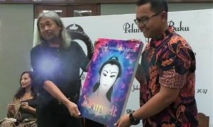 """Seno Gumira Ajidarma pada acara peluncuran buku terbarunya berjudul """"Drupadi"""" di Jakarta, Rabu (8/2/2017)/Foto Crop via Youtube"""