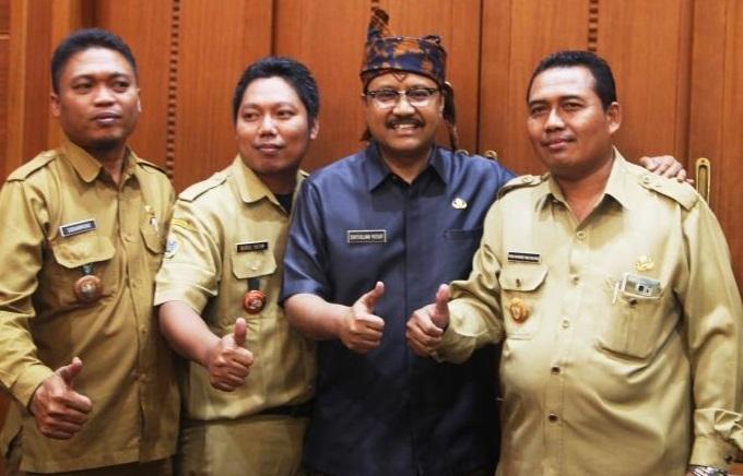 Wakil Gubernur Prov. Jatim Syaifullah Yusuf Bersama Perwakilan Kepala Desa Sejatim/Foto Tri Wahyudi/Nusantaranews