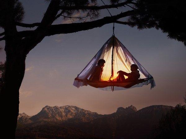 Berkemah dengan menggantung di Pohon/Foto: Dok. Pinterest