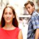 Kata peneliti: Orang bepergian ke kota lain cenderung berselingkuh?