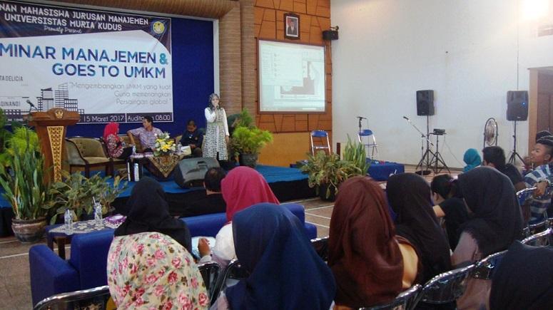 "Seminar Manajemen dan Goes to UMKM bertajuk ""Mengembangkan UMKM yang Kuat Guna Memenangkan Persaingan Global"" di Auditorium Kampus UMK, Senin (13/3/2017)/Foto Rosidi/Humas UMK"
