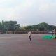 Pangdam V/Brawijaya, Mayjen TNI I Made Sukadana, memberikan penghargaan kepada anggota Kodim 0806/Trenggalek, Pelda M Idris, Bati TUUD Koramil 0806/10 Pule. Jumat, (17/3/17)/Foto Penrem081
