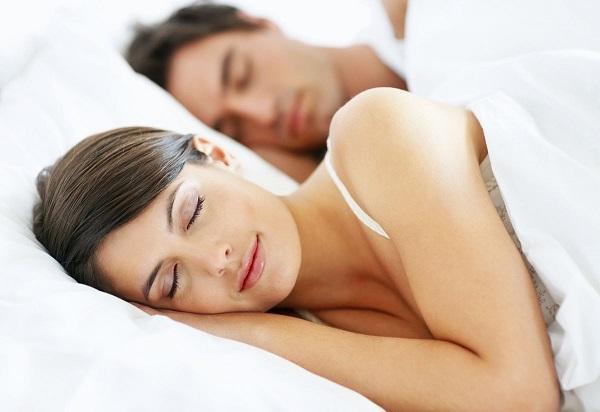 Tidur Cantik Istri saat belakangi Suaminya/Foto: Dok. nakonu.com