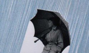 Wanita dan Payung Hitam / Ilustrasi Foto | Pinterest