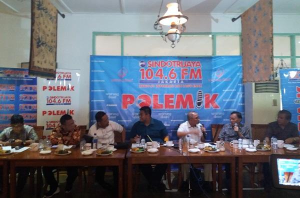 Pengamat Politik dari Indo Barometer, M Qodari dalam diskusi publik bertajuk 'Perang Politik e-KTP', di Warung Daun Cikini, Jakarta Pusat, Sabtu, (18/3/2017)/Foto Restu Fadilah/NUSANTARAnews