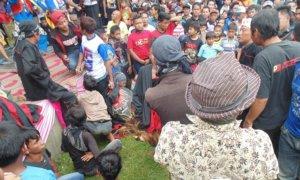 Pemain Seni Jaranan Thek tampak kesurupan Sambut Tim Ibas di Ponorogo. Foto Muh Nurcholis/Nusantaranews