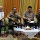 Gubernur Jatim, didampingi Kepala Dishub Prov. Jatim, Kapolrestabes, dan Perwakilan Organda Surabaya/Foto Tri Wahyudi/Nusantaranews