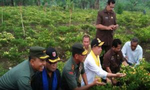 Gubernur Maluku Bersama Pangdam Pattimura/Foto via TNI AD