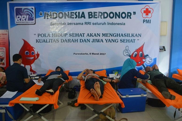 "Donor darah ""Indonesia Berdonor"" RRI Purwokerto/Foto A. Dydy Prabowo"