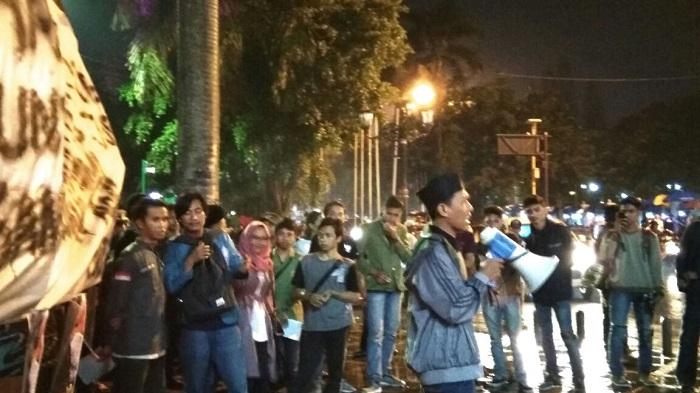 Api Solidaritas Jogja Untuk Ibu Patmi, Sang Pejuang Agraria, Minggu (26/3/2017)/Foto: Dok. Forum BEM DIY