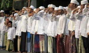 Para Santri Memberi hormat/Foto via tempo/Nusantaranews