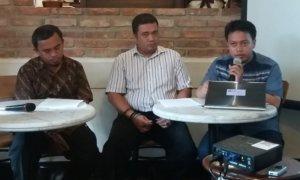 Peneliti Fitra, Gurnadi Ridwan (Kanan)/Foto Restu Fadilah/Nusantaranews