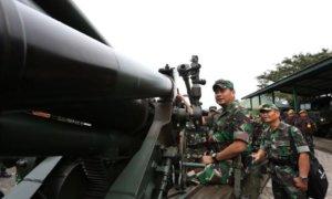 Pengecekan Meriam 155 MM Oleh IM Tatang Sulaiman/Foto via TNI AD
