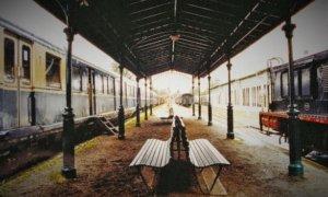 Peron Kereta Api | Fanny Wiriaatmadja