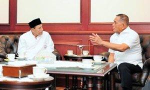 Habib Luthfi bin Yahya berbincang dengan Menhan Menteri Pertahanan Ryamizard Ryacudu di kantor Kemenhan, Kamis (23/3/2017)/Foto: Dok. Humas Kemenhan