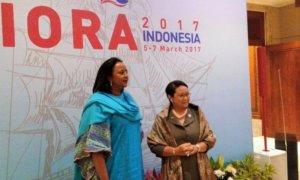 Menteri Luar Negeri RI, Retno Marsudi bersama Sekretaris Kabinet Kenya, Amina C. Mohamed. Foto Okezone.com   Rahman