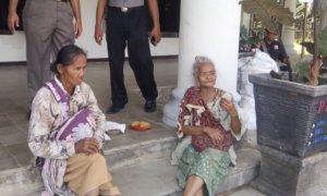 Dua orang gelandangan ditertibkan satpol pp trenggalek/Foto Dok. Pribadi/Nusantaranews