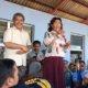 Jenderal Perikanan Tangkap Sjarief Widjaja mendampingi Menteri Susi saat berdialog dengan nelayan Kendari. Foto: Humas KKP