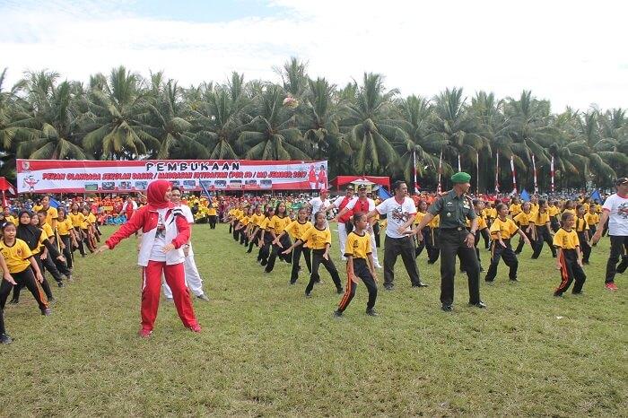 Ketua DPRD, Bupati Jember dan Dandim 0824 membaur senam bersama-sama anak-anak. Foto Sis24