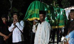 Jenazah Udin di berangkatkan menuju pemakaman/Foto Nurcholis/Nusantaranews