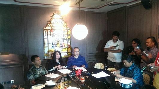 Kuasa hukum Miryam S Haryani, Aga Khan, saat konferensi pers di bilangan Mega Kuningan, Jakarta, Kamis (27/4/2017). Foto Achmad Hatim/ NUSANTARAnews