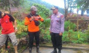 Kapolres Ponorogo, AKBP Suryo Sudarmadi tinjau lokasi Tanah Longsor di Ponorogo. Foto Muh Nurcholis