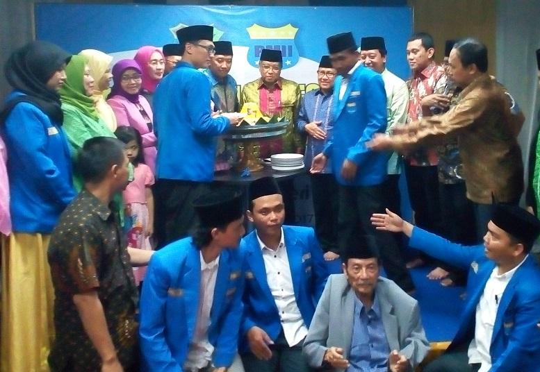 Pemotongan Tumpeng Harlah PMII ke-57/Foto M. Romandhon/Nusantaranews