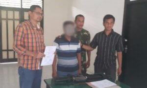Penyerahan diri pelaku penembakan di Peunaron kepada Detasemen Intelijen Kodam Iskandar Muda/Foto Dok. Dispenad/Nusantaranews