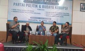 Ilmuwan Politik, Salim Said (Kedua dari Kiri) dalam diskusi publik 'Partai Politik dan Budaya Korupsi', di Hotel Puri Denpasar, Jakarta Selatan, Senin, (24/4/2017). Foto Restu Fadilah/ NUSANTARAnews