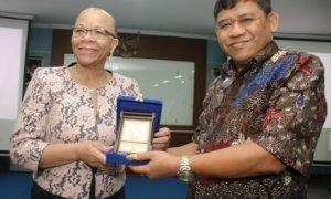 President World Maritime University (WMU) Dr. Cleopatra Doumbia-Henry melakukan kunjungan ke STP/Foto Dok. Pribadi/Nusantaranews