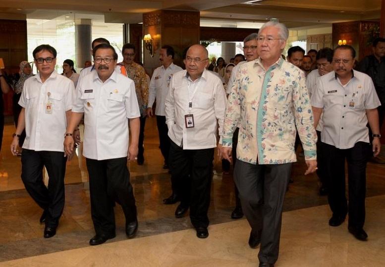 Soekarwo dampingi Menteri Perdagangan RI/Foto tri Wahyudi/Nusantaranews