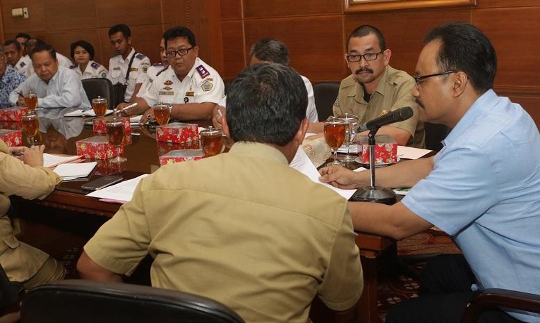 Wagub Jatim Saifullah Yusuf Rapat Masalah Perahu Tambang/Foto Tri Wahyudi/Nusantaranews