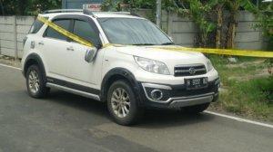 Satu unit mobil Daihatsu Terios dengan Plat H 9037 BZ yang ditumpangi para teroris di Tuban, Jawa Timur. (Dok. Dispenad)