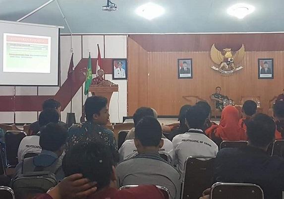 Wakil Ketua Komisi E DPRD Jatim, Suli Da'im menyampaikan materi dalam seminar dalam rangka Hari Kebangkitan Nasional 2017 yang diadakan IMM Kota Kediri. (FOTO : MUH NURCHOLIS)