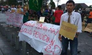 Aksi Forum BEM DIY di Titik Nol Kilomater Yogyakarta Tuntut Revolusi Pendidikan/Foto Dok. Pribadi/Nusantaranews