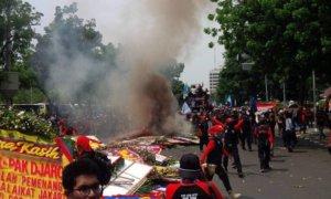 Demo Buruh/Foto via @vioslatte/Nusantaranews