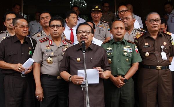 Gubernur Jatim Soekarwo bersama Forkopimda Jatim/Foto Tri Wahyudi/Nusantaranews