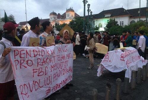 Aksi Forum BEM DIY tuntut Revolusi Pendidikan. Foto NUSANTARAnews