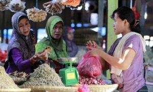 Ibu-Ibu Belanja di Pasar/Foto via wasiurizky/Nusantaranews