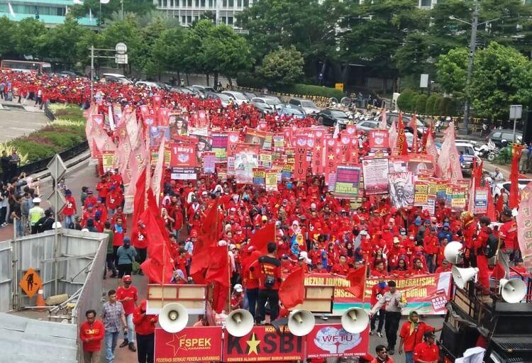 (Ilustrasi) Lautan Massa Buruh di aksi May Day (Foto Restu Fadilah/Nusantaranews)
