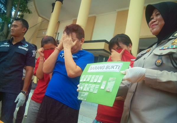 Pasangan suami istri diamankan polisi setelah edarkan narkoba/Foto Tri Wahyudi/Nusantaranews