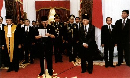 Presiden Soeharto Mundur. Foto: Wikipedia