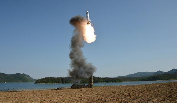 Uji coba rudal balistik jarak menengah Korea Utara, Senin (29/5/2017)/PHOTO: KCNA/EUROPEAN PRESSPHOTO AGENCY