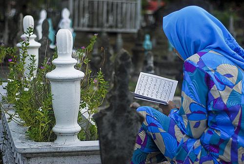 Pekuburan Jalan Pusara 06 by amrufm - flickr