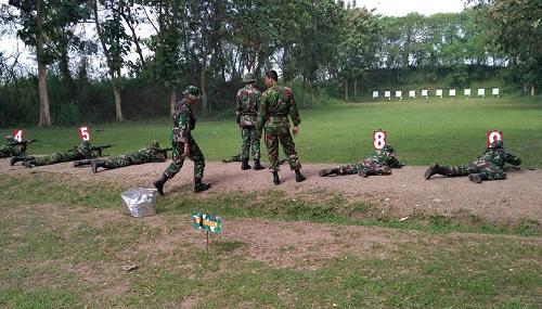 Kodim 0808/ Blitar Gelar Latihan Menembak. Foto amrin08