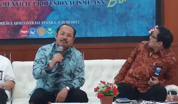 Ketua Ombudsman Republik Indonesia Amzulian Rifai (Kiri)/Foto Restu Fadilah/Nusantaranews